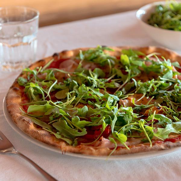 pizza con rucola peperoni da maino